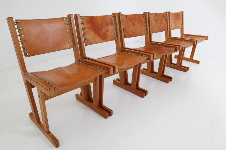 Midcentury Safari Chairs in Thick Cognac Saddle Leather and Solid Pine Wood In Good Condition For Sale In Almelo, NL