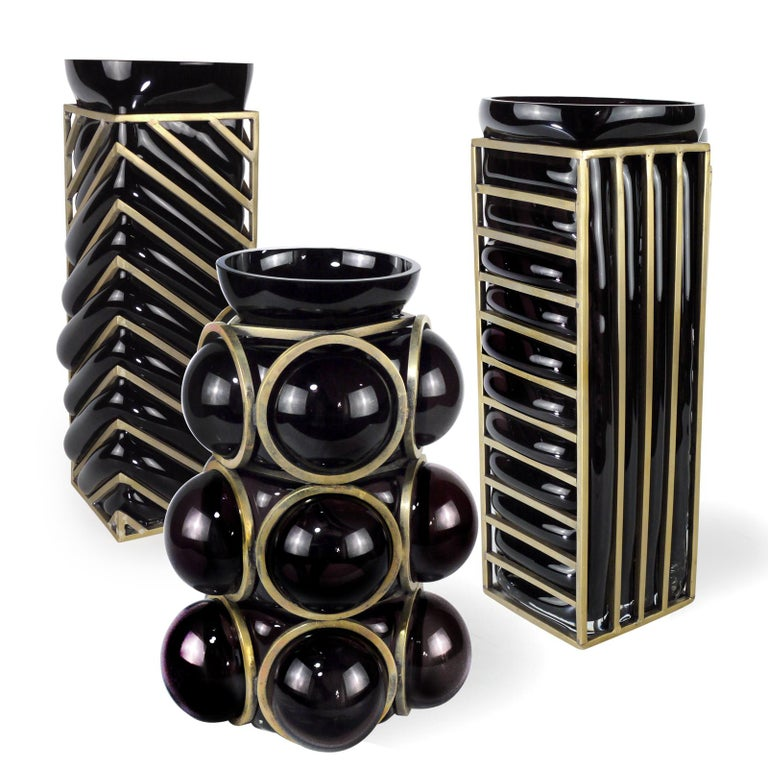Contemporary Enlace Black Glass Roundy Vase For Sale