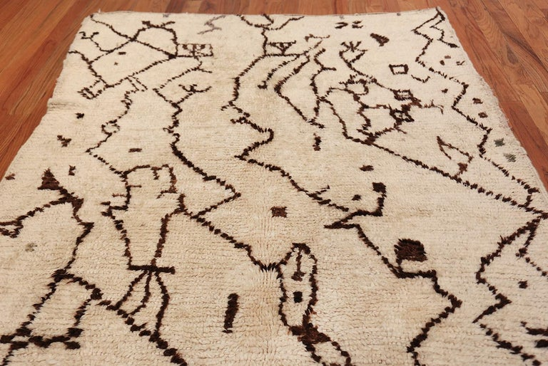 20th Century Tribal Vintage Moroccan Rug. Size: 5 ft 5 in x 12 ft 3 in (1.65 m x 3.73 m) For Sale