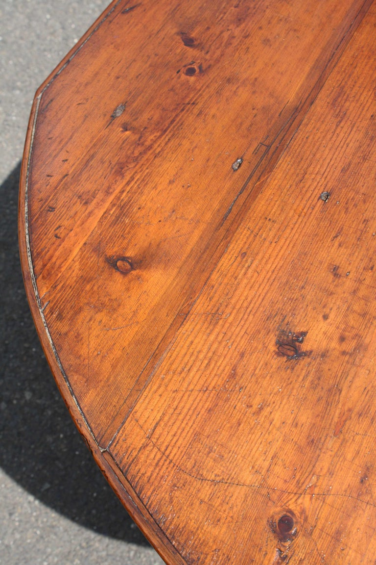 Knotted Pine Planked 'Demi-Ended' Farm Table In Good Condition For Sale In Woodbury, CT