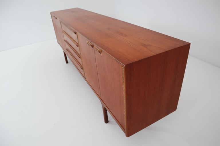 Mid-Century Modern Style Teak Credenza by A.H. McIntosh, Scotland, 1960s For Sale 2