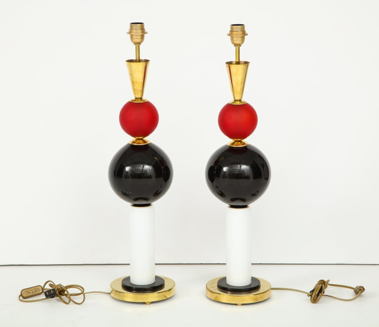 Unique Pair of Tall Red, White and Black Murano Glass and Brass Lamps, Italy For Sale 3