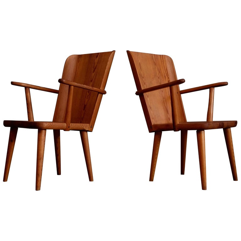 Rare Pair of Swedish Pine Chairs by Göran Malmvall, 1950s For Sale