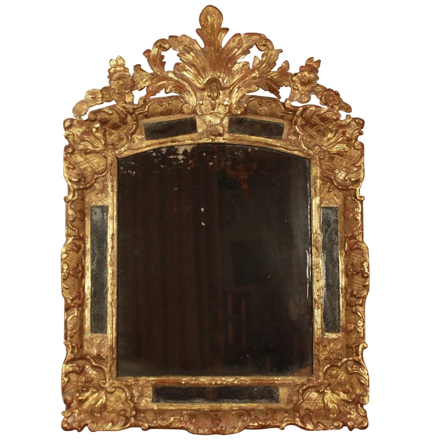 French Early 18th Century Régence Gilt and Carved Wood Mirror