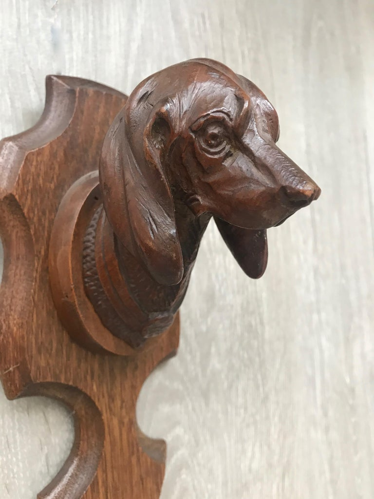 Antique Oak Three Rifle Rack / Wall-Mounted Gun Display w. Dachshund Sculptures For Sale 7
