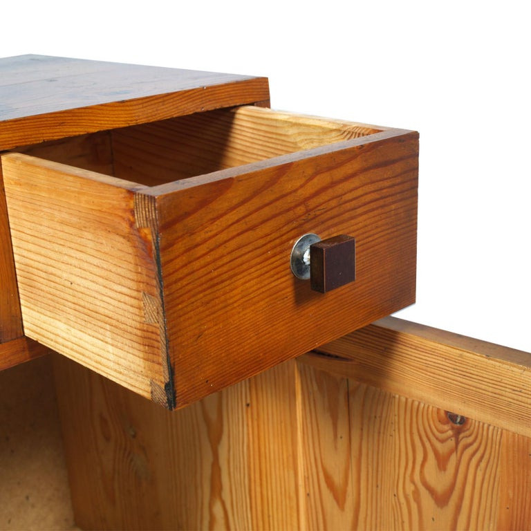 1920s Tyrolean Nightstand Art Deco in Larch,  Wax Polished In Good Condition For Sale In Vigonza, Padua