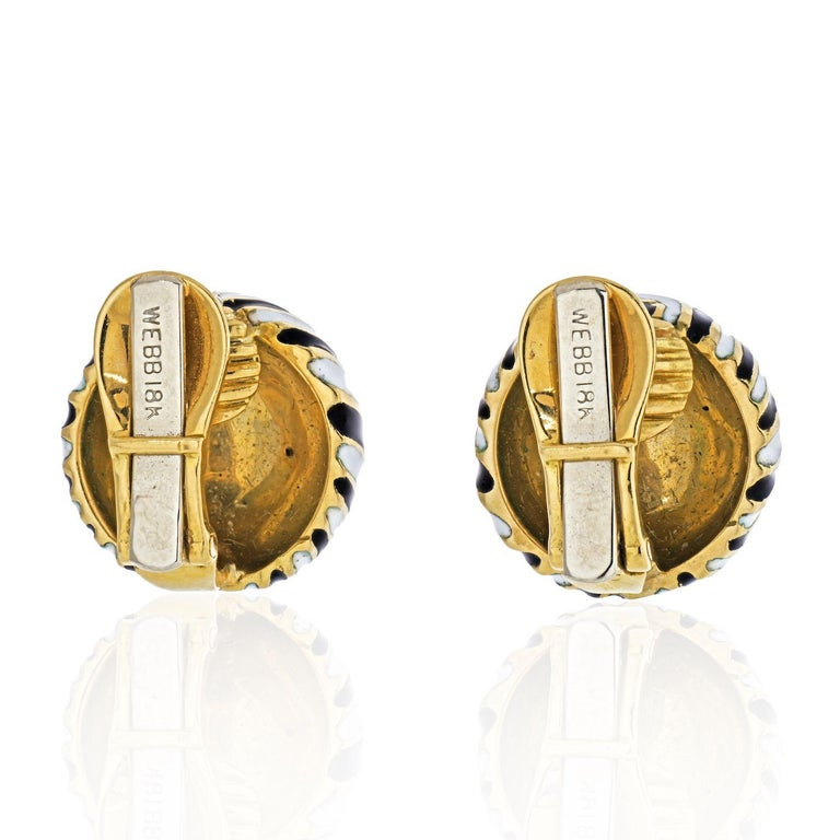 David Webb Signature Zebra Enamel Round Earrings In Excellent Condition For Sale In New York, NY