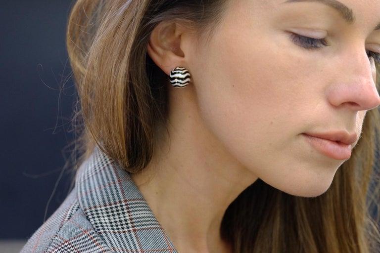Women's David Webb Signature Zebra Enamel Round Earrings For Sale