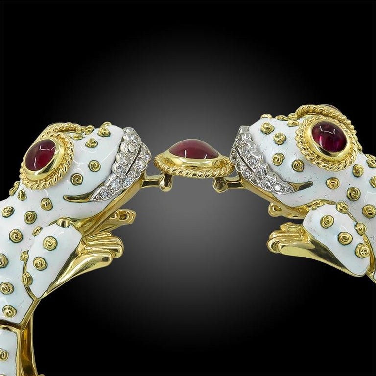 David Webb White Enamel Two Head Frog Bangle In Good Condition For Sale In New York, NY