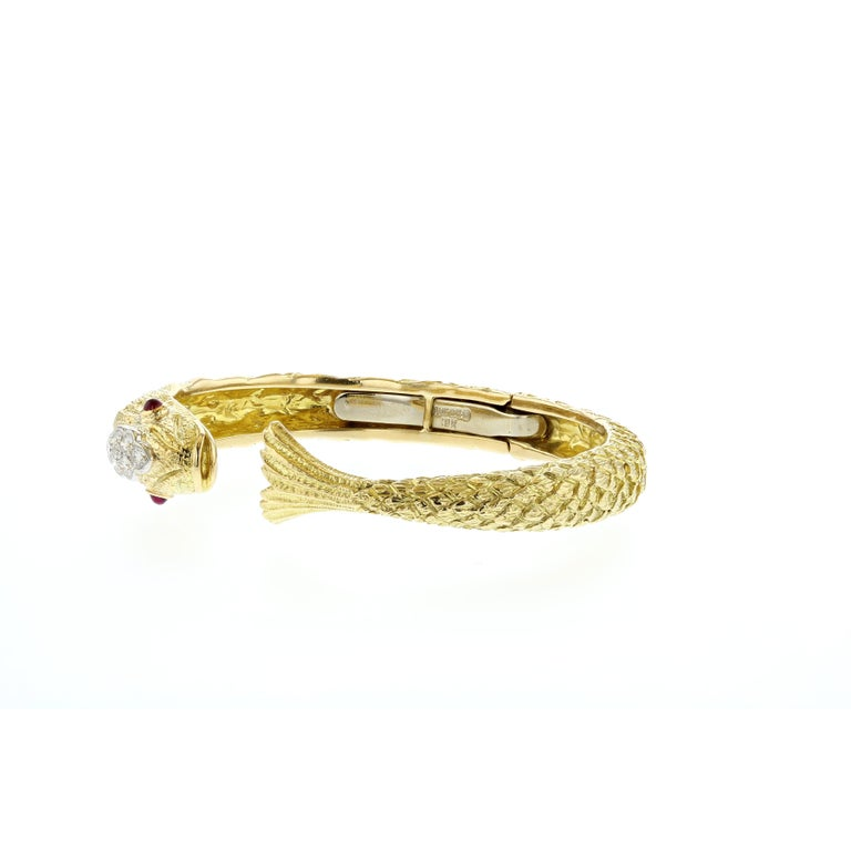 David Webb Yellow Gold Fish Cuff Bracelet In Good Condition For Sale In Houston, TX