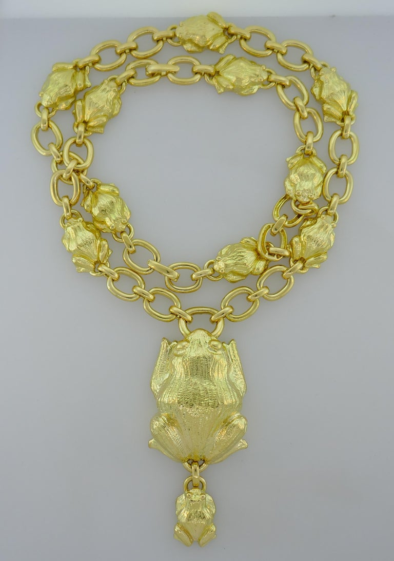 David Webb Yellow Gold Frog Chain Necklace, 1980s In Excellent Condition In Beverly Hills, CA