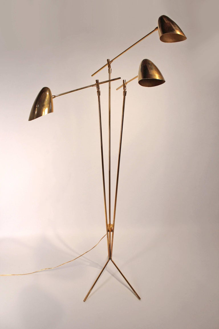 Mid-Century Modern David Weeks Model '303' Articulated Brass Floor Lamp For Sale