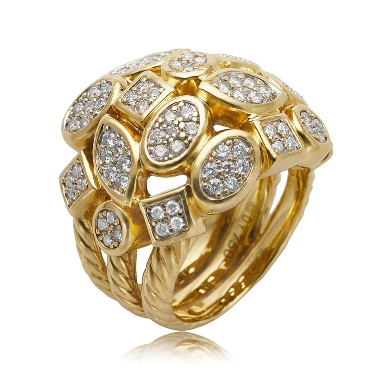 This 18 karat yellow gold ring by David Yurman features a cluster of various shapes set with 103 round brilliant cut diamonds weighing a combined approximate 0.75 carats, with GH coloring and VS clarity. The ring has a polished finish and is a size