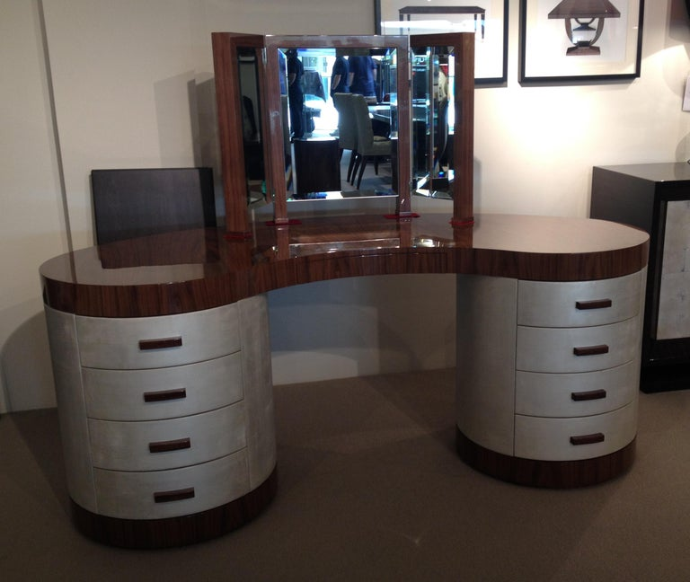The Chrysler's top and plinth base have been finished in a brilliant American black walnut, sitting strikingly alongside the table's dazzling white gold leaf body. Together, these contrasting materials combine to powerful effect, conveying both