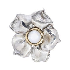 d'Avossa Flower Ring in Silver with Yellow Gold Details and Freshwater Pearl