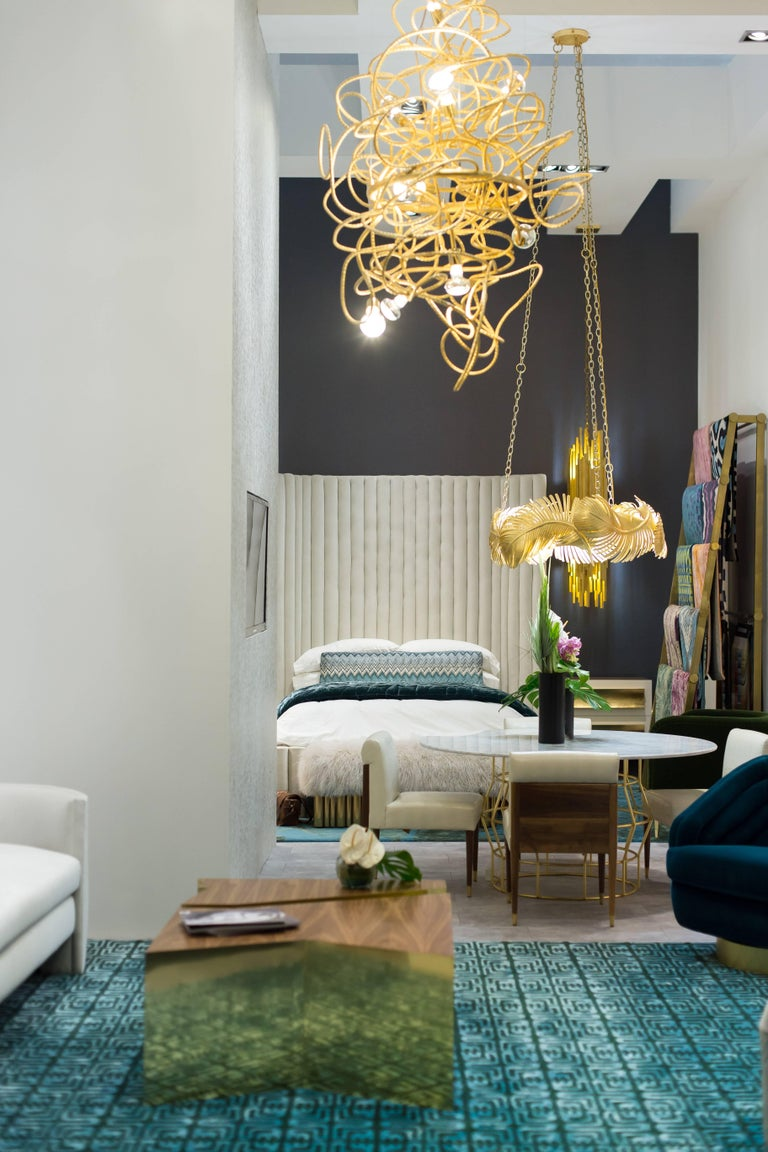 Modern Dax Vertical Chandelier Showroom Sample For Sale
