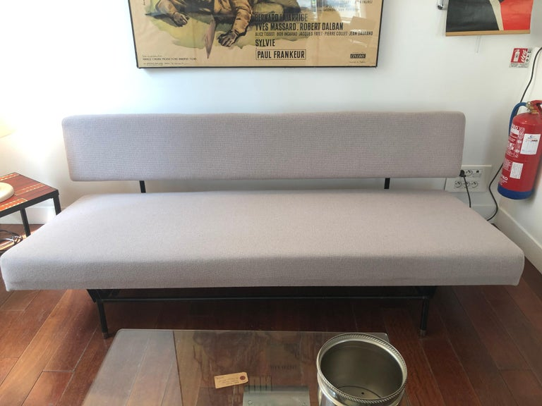 Convertible daybed Airborne circa 1950-1960. Textile cushion completely refurbished.