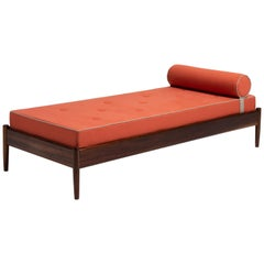 Daybed by Jose Cruz de Carvalho
