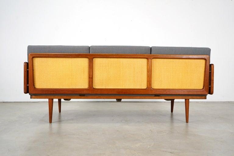 Mid-17th Century Daybed Sofa by Peter Hvidt & Orla Mølgaard Nielsen for France & Søn For Sale