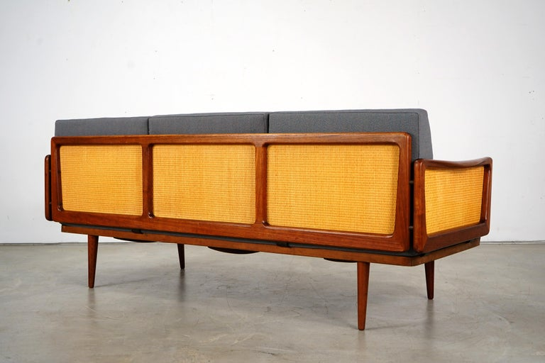 Daybed Sofa by Peter Hvidt & Orla Mølgaard Nielsen for France & Søn For Sale 1