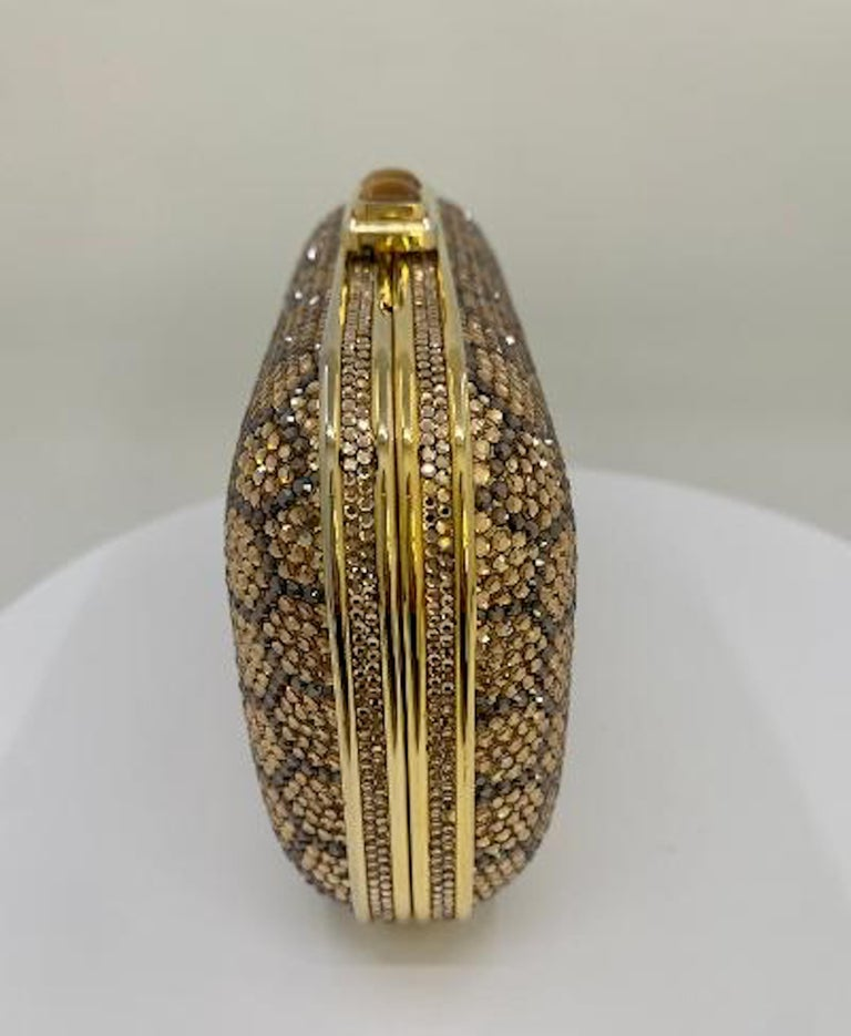 Dazzling Judith Leiber Crystal Minaudiere Evening Clutch With Honeycomb Design  In Good Condition For Sale In Tustin, CA