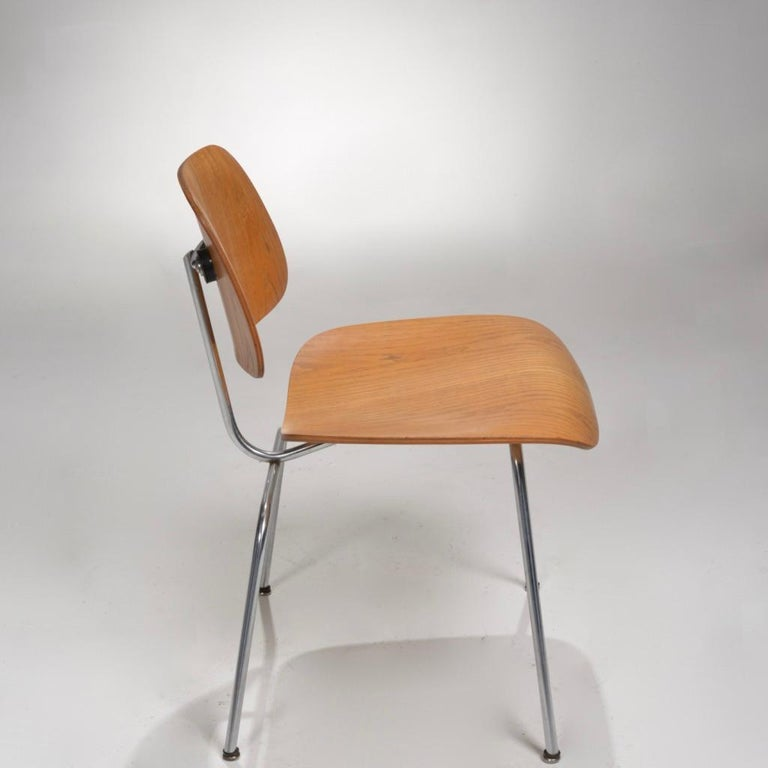 DCM Chair by Charles and Ray Eames for Herman Miller In Good Condition For Sale In Los Angeles, CA