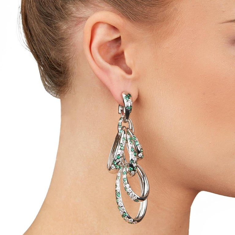 De Grisogono 18 Karat White Gold Diamond and Emerald Drop Catene Earrings For Sale 3