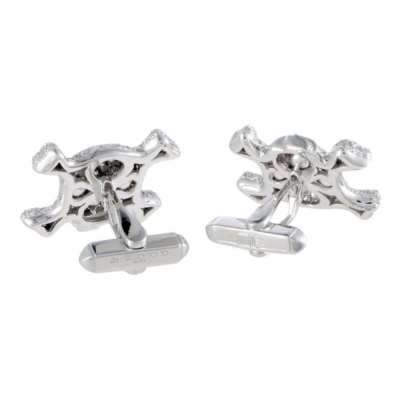 Designed in an exceptionally offbeat manner and luxuriously decorated with a plethora of dazzling gems, these exquisite cufflinks will accentuate your attire in a remarkably attractive fashion. The cufflinks are presented by de Grisogono and the