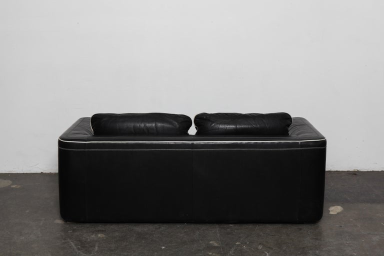 De Sede 1980s Black Leather 2-Seat Sofa In Good Condition For Sale In North Hollywood, CA