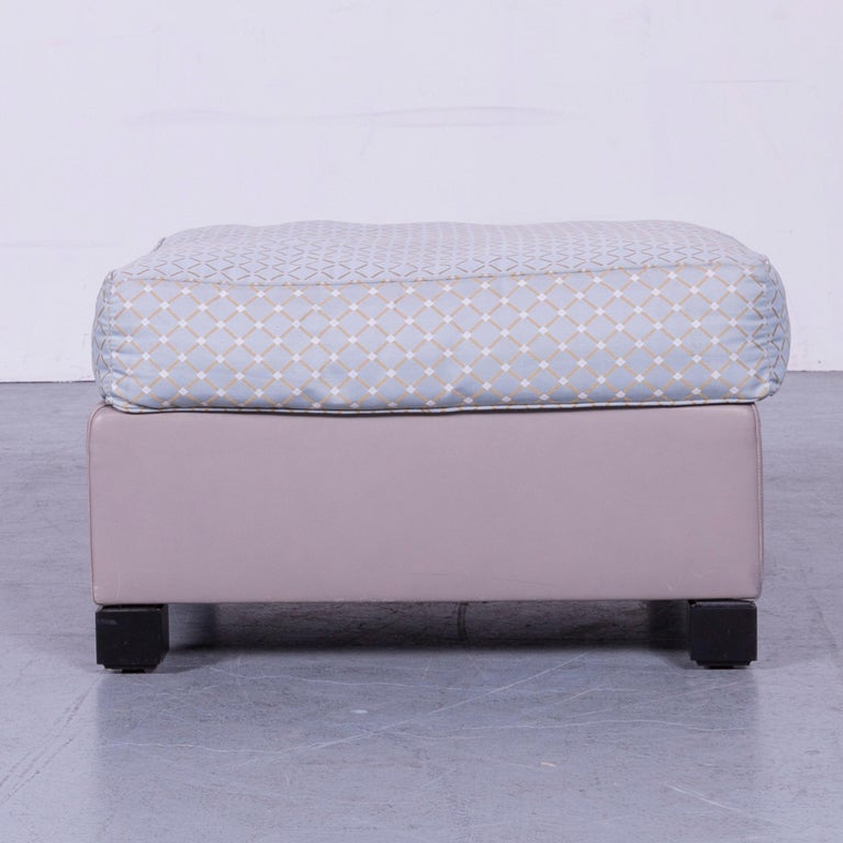We bring to you an De Sede 3000 edition leather fabric foot-stool grey bench.