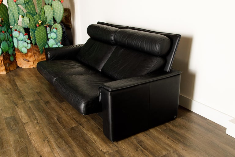 De Sede Aged Black Leather Recliner Loveseat Sofa, 1970s Switzerland, Signed For Sale 10
