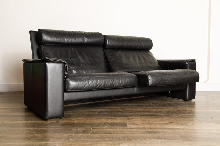 De Sede Aged Black Leather Recliner Loveseat Sofa, 1970s Switzerland, Signed For Sale 1