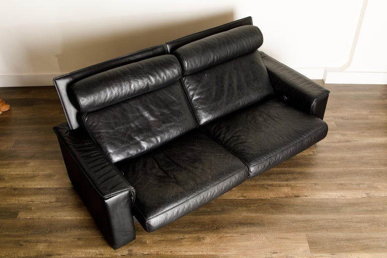 De Sede Aged Black Leather Recliner Loveseat Sofa, 1970s Switzerland, Signed For Sale 2