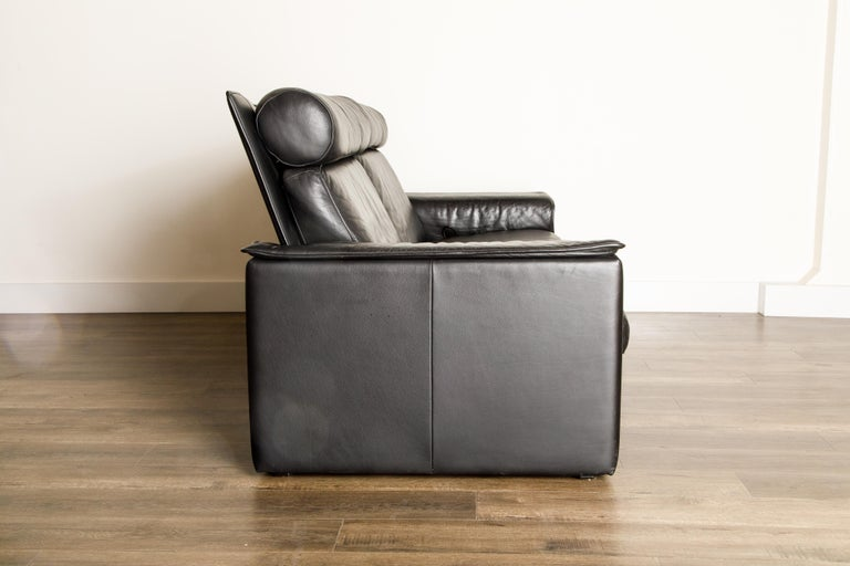 De Sede Aged Black Leather Recliner Loveseat Sofa, 1970s Switzerland, Signed For Sale 3