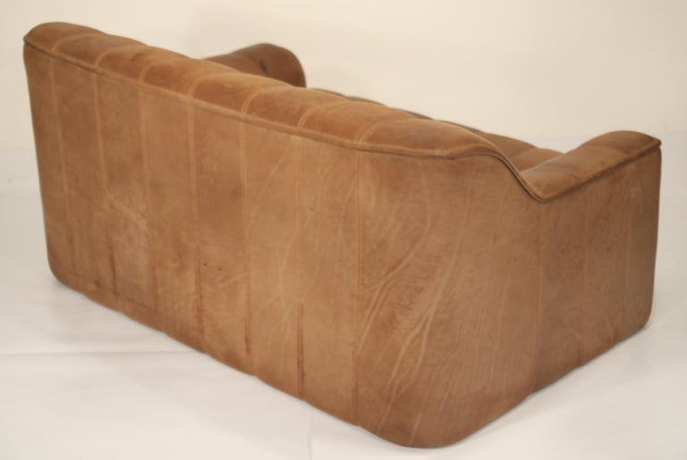 De Sede Aged Buffalo Leather DS-44 Adjustable Loveseat Sofa, 1970s In Excellent Condition For Sale In Los Angeles, CA
