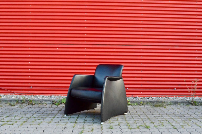 De Sede from Switzerland manufactured this elegant armchair. Black select leather and a sculptural shape. Feet made of polished aluminium We have 2 chairs in stock.