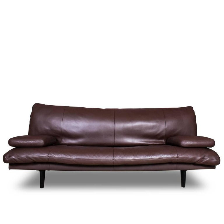 A luxurious yet minimally-styled convertible sleeper sofa or sofa bed that easily converts into a double-sized daybed. Made by De Sede, Switzerland, circa 1980. Model DS 169.   Versatile design also offers the option to use the sofa with arms or
