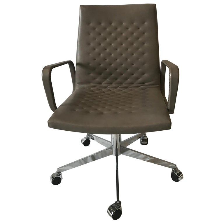 De Sede DS-1051 Conference Chair, Taupe Leather and Chrome Base For Sale