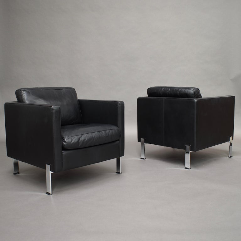 Sophisticated pair of black leather arm lounge chairs by De Sede model ds-118 - Switzerland.  De Sede only manufactures with the highest quality leather and other materials.  Designer: De Sede Design Team Manufacturer: De Sede Country: