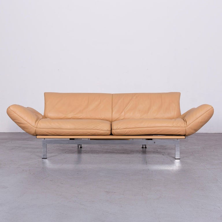 We bring to you a De Sede DS 140 designer leather sofa beige three-seat function modern.