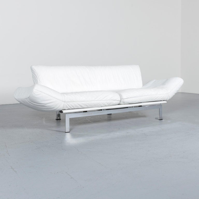 We bring to you a De Sede DS 140 designer leather sofa white three-seat function modern.