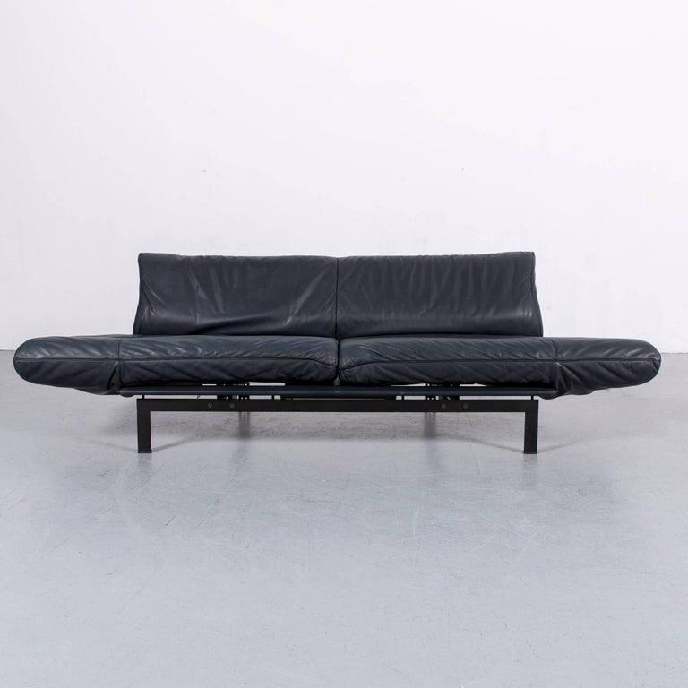 We bring to you an De Sede DS 140 designer sofa grey blue leather three-seat couch.