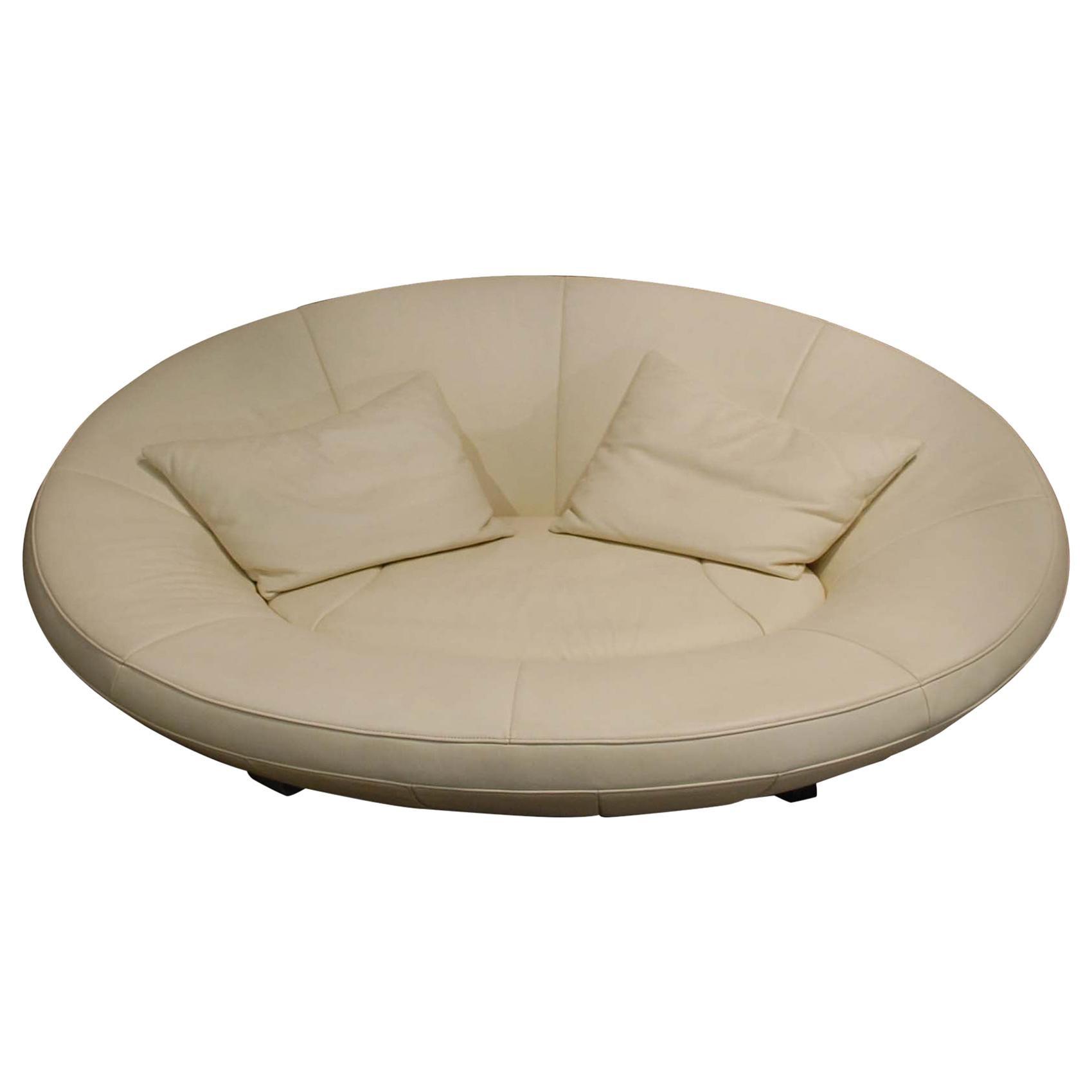 De Sede DS 152 Oval White Leather Sofa by Jane Worthington for De Sede
