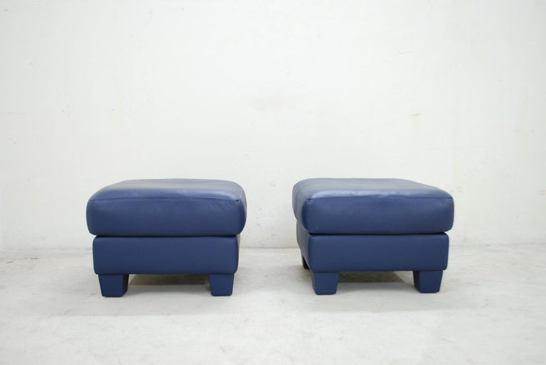 A pair of De Sede leather ottoman model DS 17. The leather is the DS living semi aniline leather in blue color. Great comfort and a Classic timeless design by De Sede. In a very good condition.