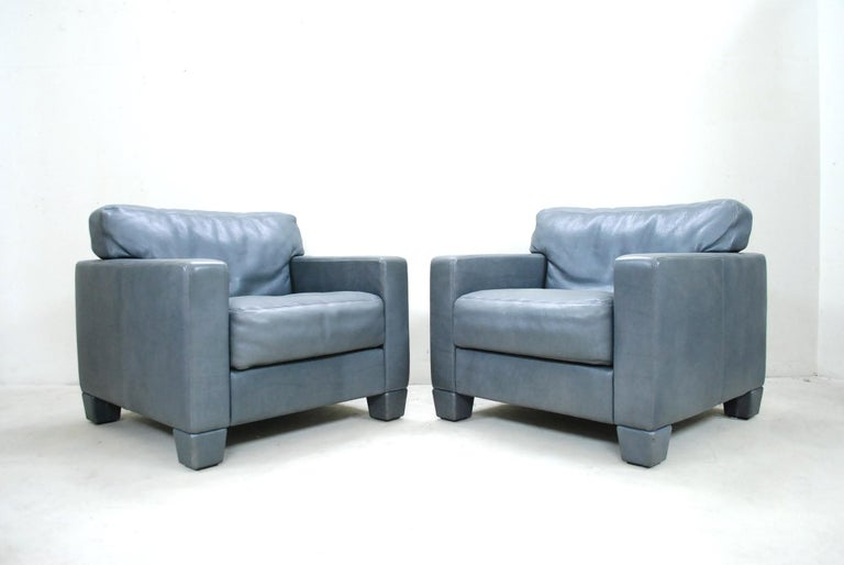 De Sede leather armchair DS 17. The leather is the DS Club leather a thick grey aniline leather. Great comfort and a classic timeless design by De Sede. In a good condition. Set of 2