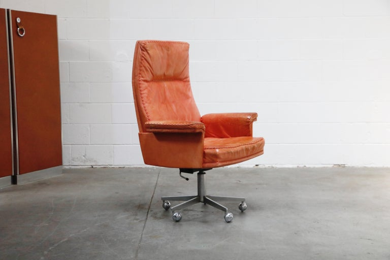 Swiss De Sede DS-35 Distressed Leather Executive Office Chair, Signed and Dated 1969 For Sale