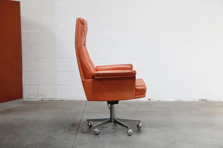 De Sede DS-35 Distressed Leather Executive Office Chair, Signed and Dated 1969 In Good Condition For Sale In Los Angeles, CA