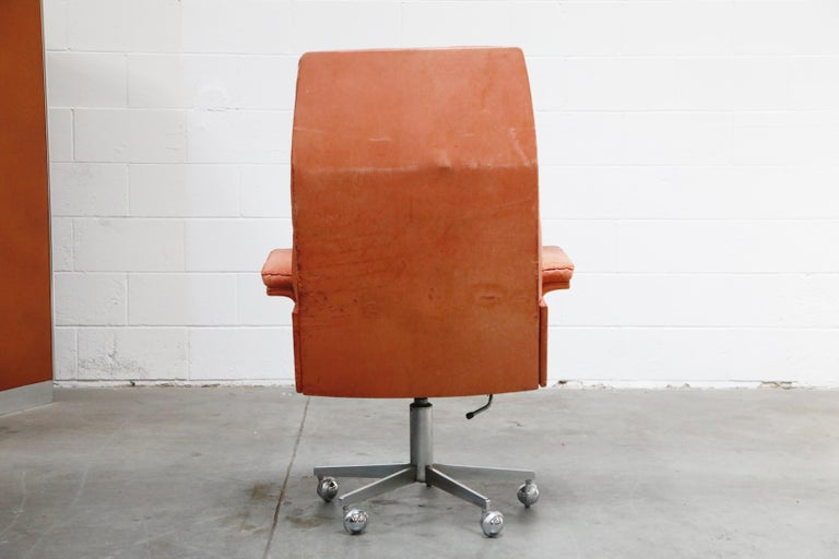 De Sede DS-35 Distressed Leather Executive Office Chair, Signed and Dated 1969 For Sale 1