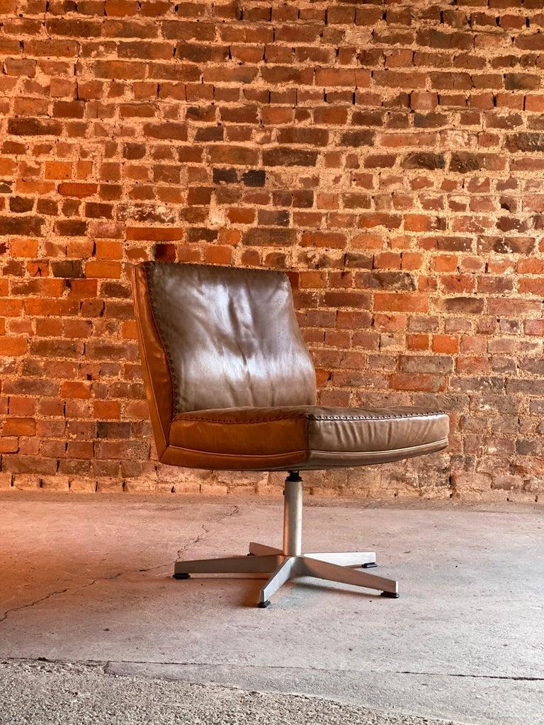 De Sede DS 35 Executive Swivel Desk Chair, Switzerland, circa 1960 For Sale 3