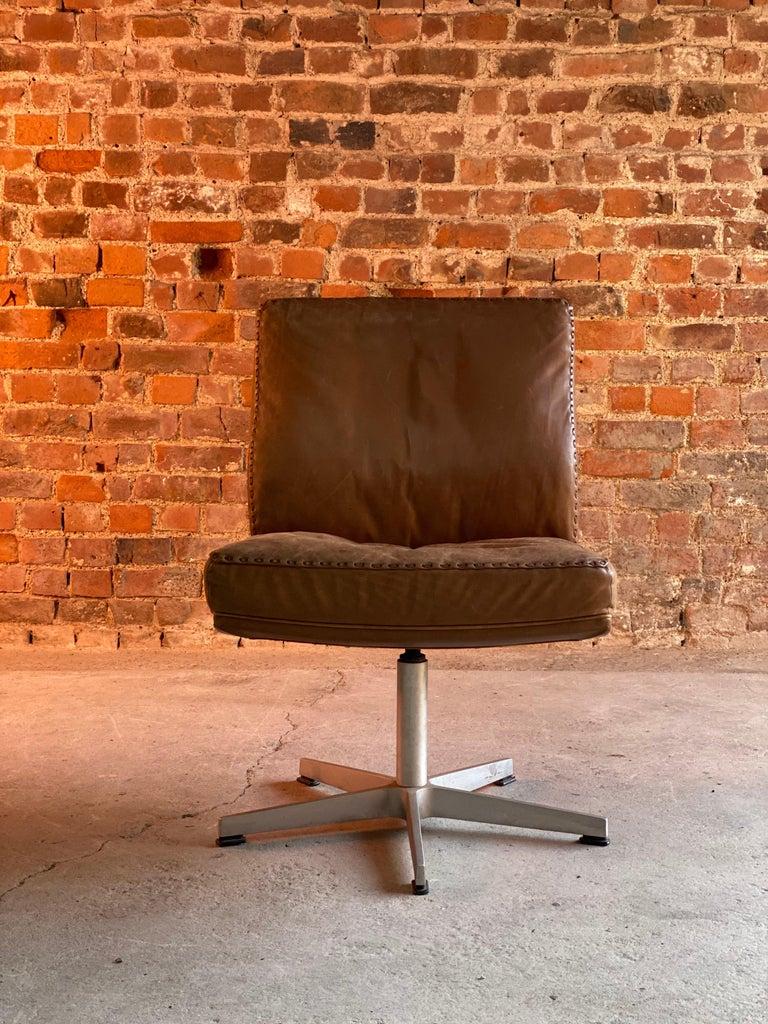 Mid-Century Modern De Sede DS 35 Executive Swivel Desk Chair, Switzerland, circa 1960 For Sale